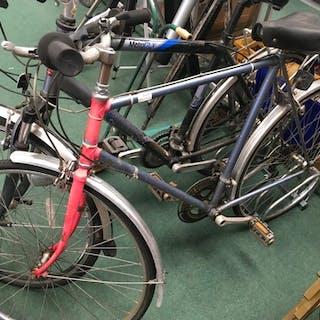 A ten speed commuter bike.