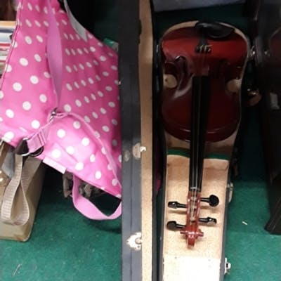 A violin in case together with two bags.