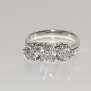 An 18ct white gold impressive three stone diamond rings, 2.3...