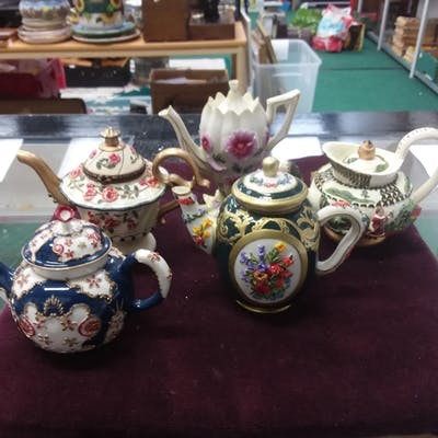 Five Mayfair collectable teapots, all boxed.