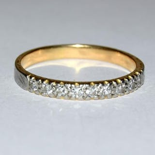 An 18ct gold diamond solitaire ring, Size O.
