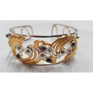 A Black Pearl 14ct Gold Bracelet with a Silver outline