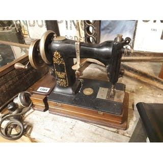 2796842005 Sewing machine – Auction – All auctions on Barnebys.com