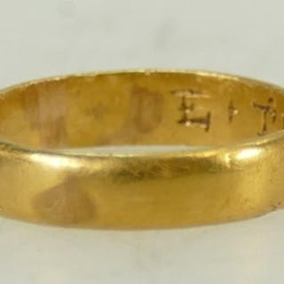 High carat gold, early wedding ring / band: Wedding band wit...