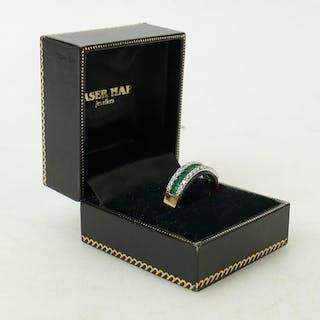 18ct Diamond & Emerald ring: Set with 28 diamonds & 12 emera...