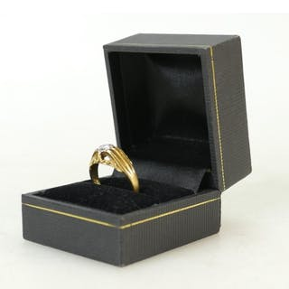 18ct gold Diamond ring: Ring set with solitaire diamond, app...