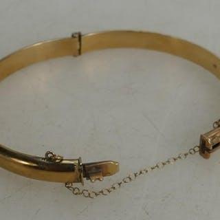 9ct gold bangle:, 8.3 grams.