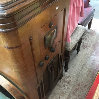 An old RCA Victor radio in cabinet - as found