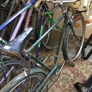 A Triumph gents bike