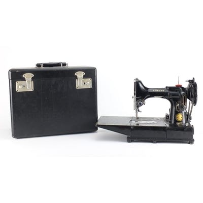 Vintage Singer Featherweight sewing machine model 222K with ...