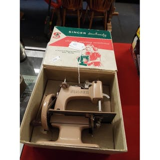 Sewing machine – Auction – All auctions on Barnebys.com