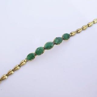 A Jadeite Bracelet in yellow metal mount