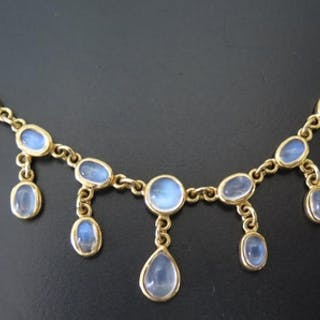 An 18ct Gold and Moonstone Necklace, 41cm, 16.3g