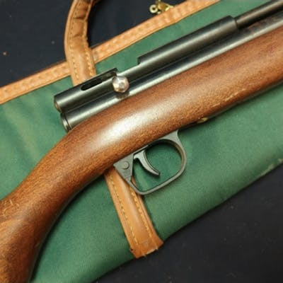 Webley .22 rabbit stopper air rifle, serial no. 008B14989, w...