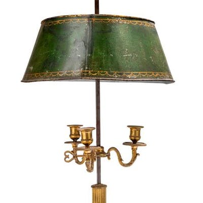LAMPE BOUILLOTTE en bronze doré et ciselé,...