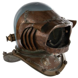 Hero 'Nautilus' crewman 'baldy style' dive helmet from 20,000 Leagues