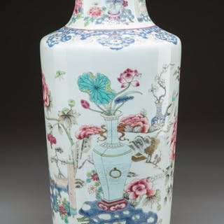 A Chinese Enameled Porcelain Vase, Qing Dynasty, late 18th century