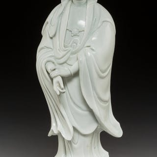A Chinese Dehua Porcelain Figure of Guanyin, Qing Dynasty 14 x 5 x
