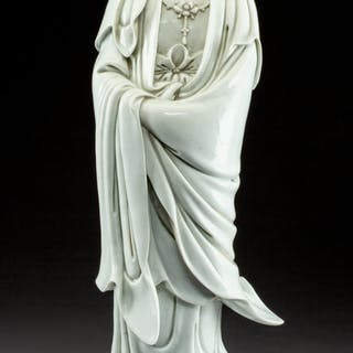A Chinese Dehua Porcelain Figure of Guanyin, Qing Dynasty, 18th-19th