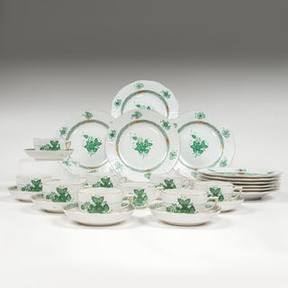 Herend, Herend Teacups, Saucers, and Lunch Plates, Chinese Bouquet