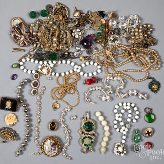 bdd0425c15d4 Costume jewelry – Auction – All auctions on Barnebys.com