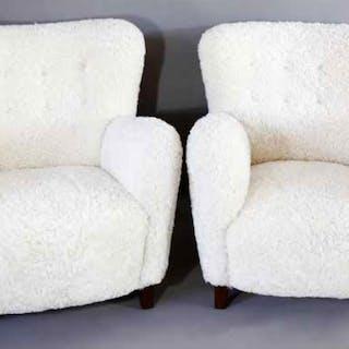 A pair of sheepskin armchairs - Ralph Gierhards