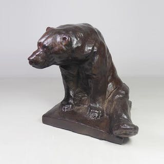 Big brown bear sitting - Ralph Gierhards