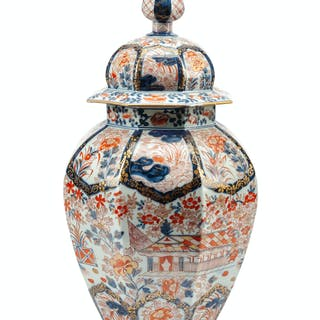 A Japanese Imari Porcelain Covered Jar