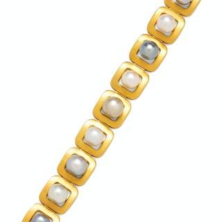 An 18 Karat Yellow Gold, Cultured Tahitian and South Sea Pearl Bracelet, beta