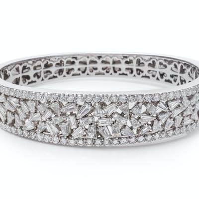 A White Gold and Diamond Bangle Bracelet