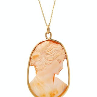 A Yellow Gold and Shell Cameo Pendant/Necklace
