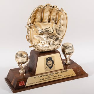Rare 1977 Mike Schmidt Gold Glove award