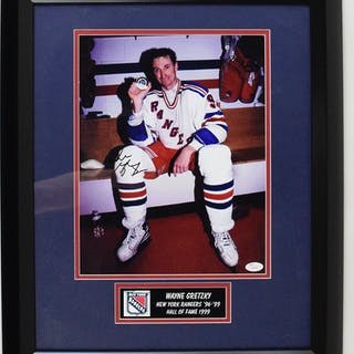 Wayne Gretzky signed photograph in framed display - JSA (NM)