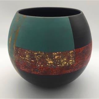 Laverick, Tony (1961 – ) Black Porcelain Pot #IV - Trent Art