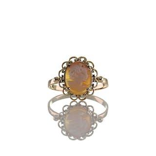 Feiner Art Déco Ring aus Gelb Gold 585er 14K mit Muschel Gemme, um 1930