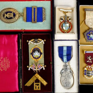* Masonic Medals. An Edwardian 9ct gold Masonic medal by Spe