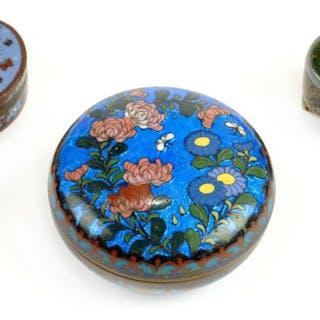 * Cloisonné. A Chinese Cloisonné oval lidded box, circa 1900