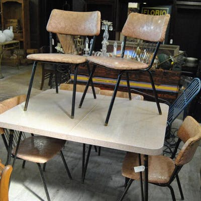 Retro dining room set, table and six chairs, pink top and ...