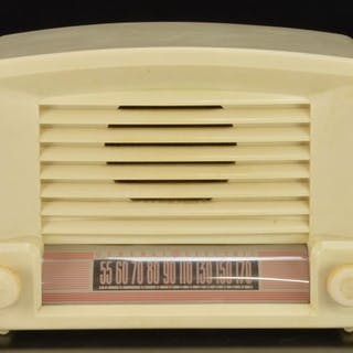 General Electric Model 114 Plastic Table Top Radio