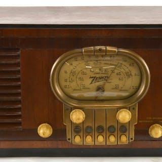 Zenith Model 5S320 Table Top Radio