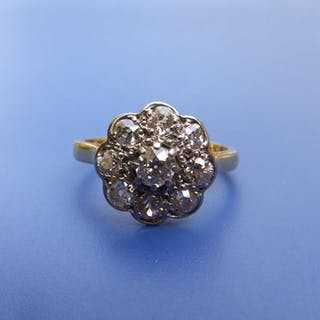A 'daisy' diamond cluster ring in '18ct' yellow metal. Finger size M/N.