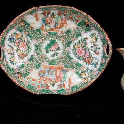 Group of three pieces of Chinese rose medallion porcelain, o