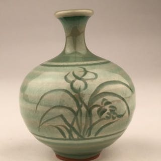 Late 19 early 20 th century Japanese studio porcelain bud va
