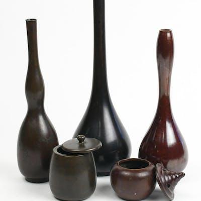 Japanee Patinated Bronze Cener, Kogo, Vasess