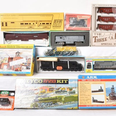 Group of HO cars, locomotives, buildings, and more