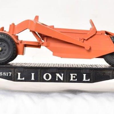 Lionel Postwar 6817 Black Flat Car with Scraper Earth Mover