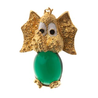 A Ladies Elephant Pin with Jade in 18K Gold