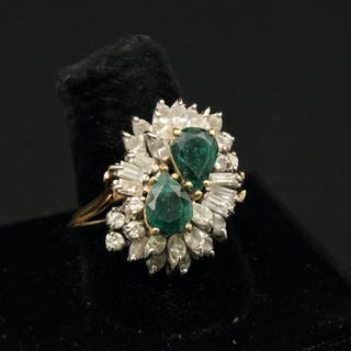 14K Y/G DIAMOND & EMERALD DINNER RING; 1.0 CTW DIAS.;  10.4 GR TW