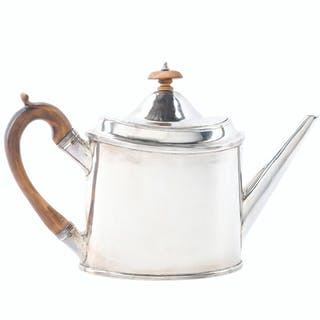 An English George III sterling silver teapot