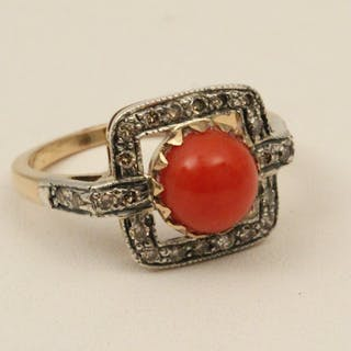 18K GOLD DIAMOND AND CORAL RING